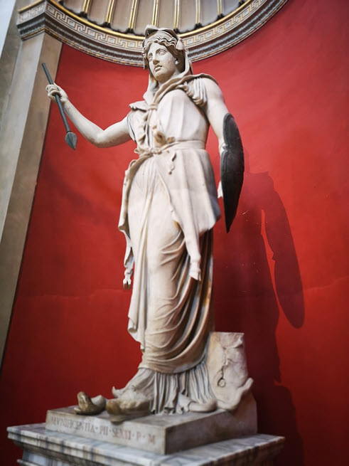 A-statue-of-Goddess-Juno-the-goddess-of-marriage